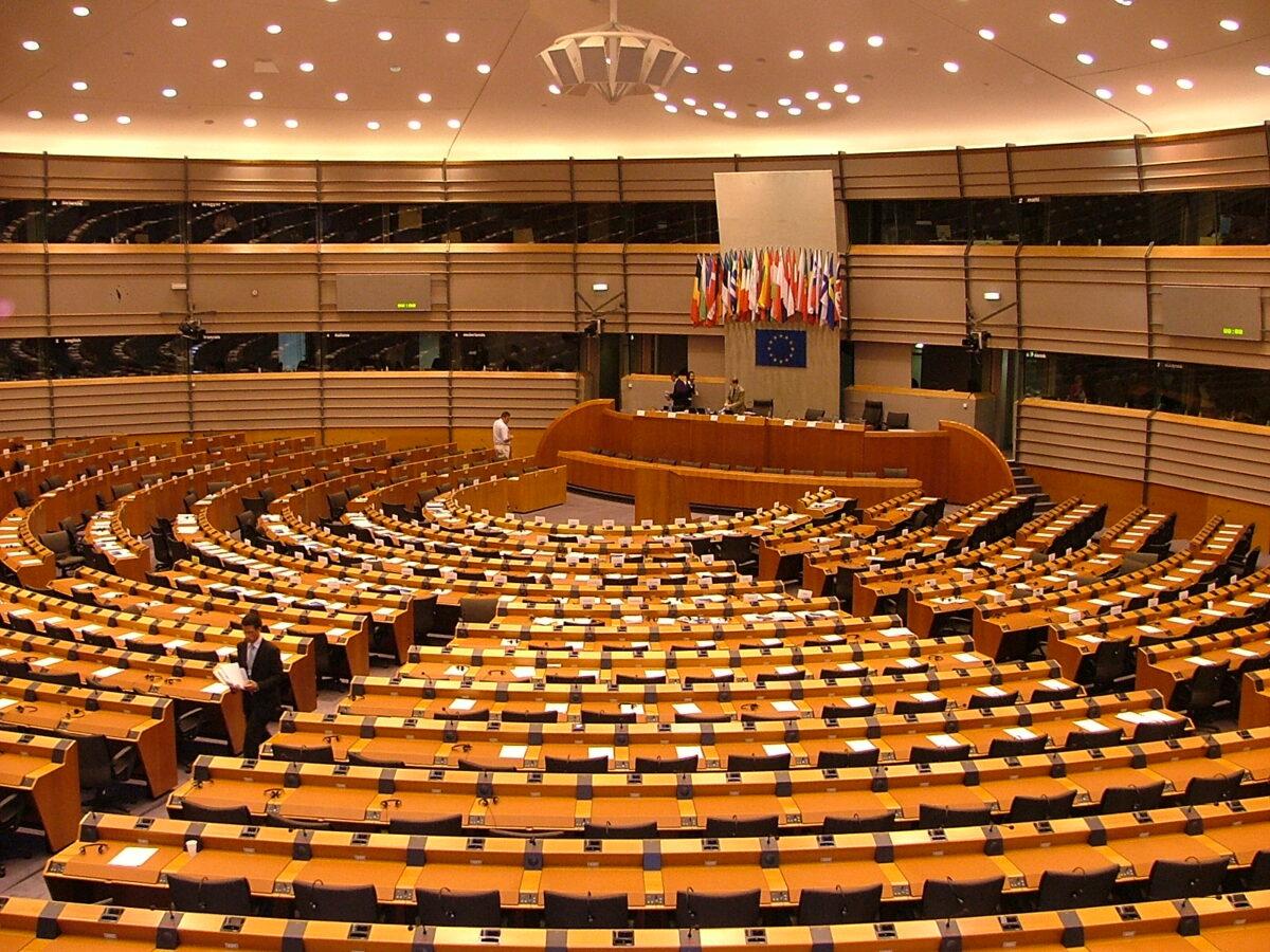 Parlement européen conseil union européenne directive whistleblowers protection violation droits