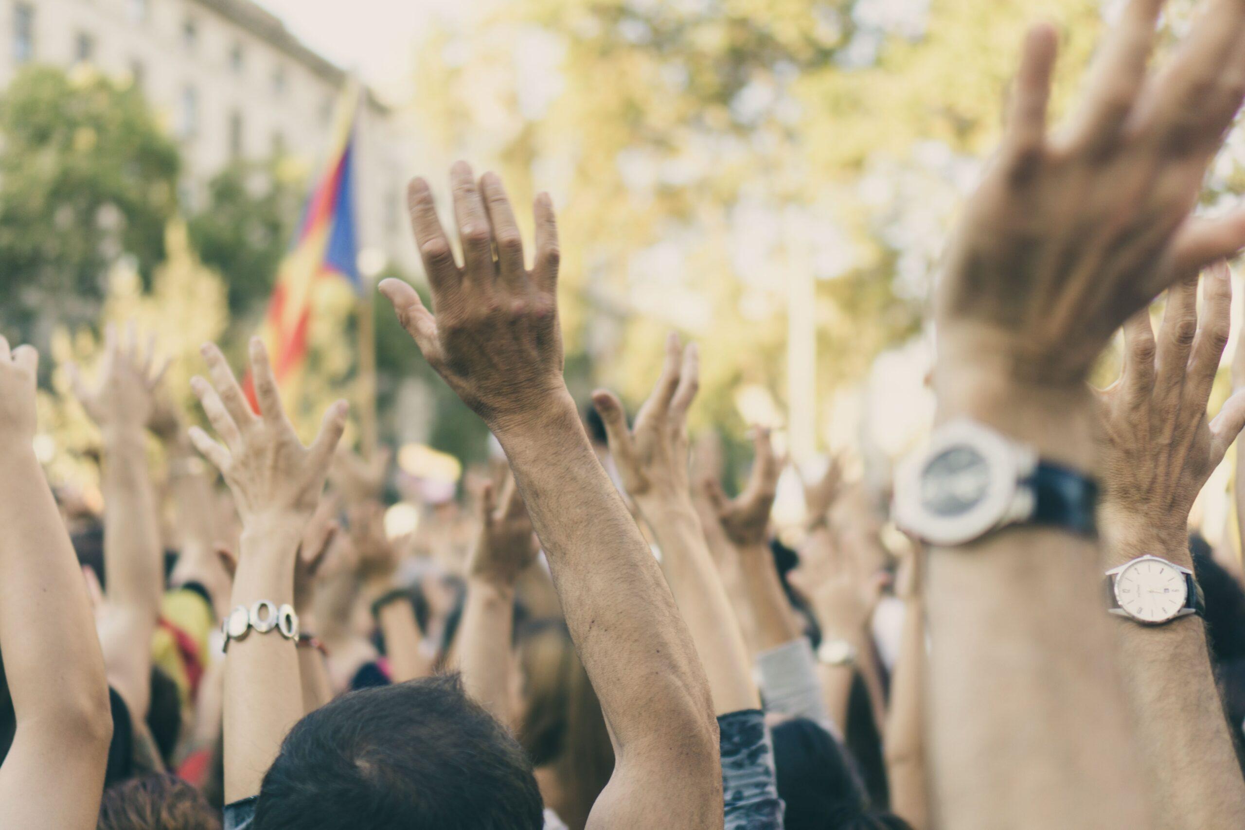 Alerter mobilisation manifestation revendication démocratie