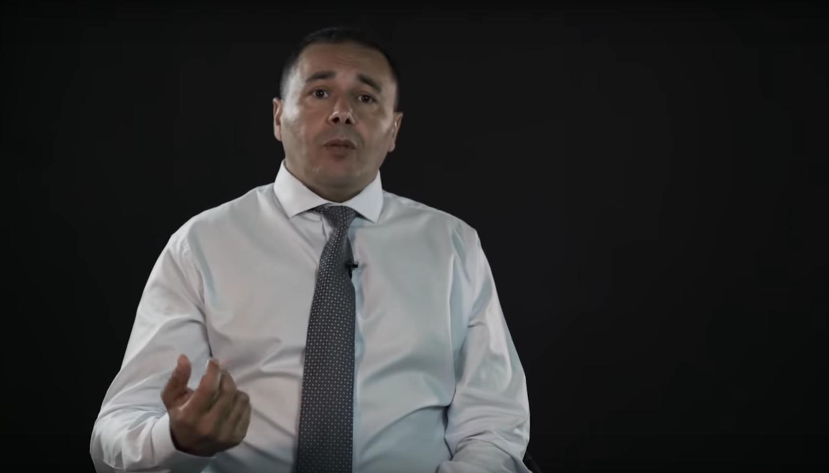 Amar Benmohamed lanceur d'alerte sur les cas de maltraitance et racisme au tribunal de Paris vidéo de streetpress